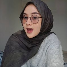 Girl Hijab, Hijab Outfit, Teen Girl Fashion, Hijab Chic, Muslim Fashion, Glasses, Couples, Sexy, Outfits