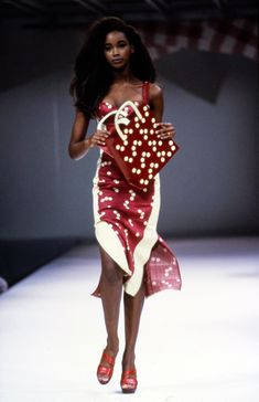 Azzedine Alaïa Spring 1991 Ready-to-Wear Fashion Show Collection Beverly Peele 90s Fashion, Runway Fashion, Fashion Models, Fashion Brands, High Fashion, Vintage Fashion, 90s Models, Style Haute Couture, Couture Fashion