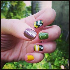 This way you know each one of your nails will look the same. You will be unable to to believe how beautiful your nails look, after you try this awesome seahawks nails design. Football Nail Designs, Football Nail Art, Green Bay, Packer Nails, Seahawks Nails, Look Dark, Nail Art Studio, Thanksgiving Nails, Nail Time