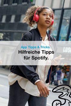 Millionen von Songtiteln, tausende Playlists, spannende Podcasts: Spotify kann so viel! Wir haben ein paar Tipps und Tricks gesammelt, die es möglich machen, noch mehr aus der beliebten Musik Streaming App herauszuholen.