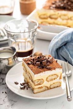 Learn how to make tiramisu and wow your loved ones with this elegant dessert. If you love tiramisu, you have to try making it at home! Elegant Desserts, Italian Desserts, Fun Desserts, Delicious Desserts, Italian Cookies, Best Dessert Recipes, Cookie Recipes, Dessert Ideas, Top Recipes