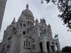 Montmartre à Paris Paris, France, Notre Dame, Barcelona Cathedral, Building, Summer, Travel, Couple, Summer Time