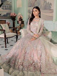 Pakistani Wedding Outfits, Pakistani Wedding Dresses, Pakistani Dress Design, Bridal Outfits, Indian Dresses, Indian Outfits, Pakistani Lehenga, Lehenga Choli, Moda Indiana
