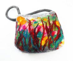 Hoi! Ik heb een geweldige listing gevonden op Etsy https://www.etsy.com/nl/listing/185738704/felted-bag-multicolor-handbag-nunofelt