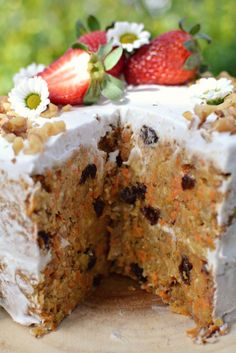 Naturally Sweet Vegan Carrot Cake (no added sugar, gluten free) | http://www.radiantrachels.com/naturally-sweet-vegan-carrot-cake/