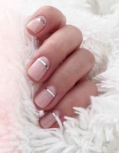 Manucure de Noël sur ongles courts