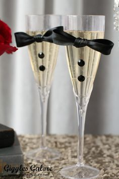 DIY Tuxedo Champagne Flutes. Cute Idea for wedding or Oscars party.