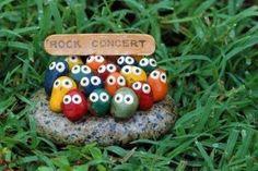 Rock concert garden art … ♥ this simple fun idea for decorating a child's ga… Rockkonzert Gartenkunst … ♥ This … Garden Crafts, Garden Projects, Craft Projects, Rock Crafts, Arts And Crafts, Stone Crafts, Art Crafts, Bead Crafts, Fabric Crafts