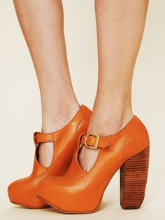 Alka Platform Heel... if only i liked to wear heels and had that sort of money to burn... *sigh*