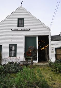 KAM Appliances - Snug Harbor Farm in Kennebunk, Maine, decorated for the holidays.