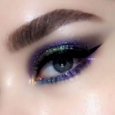 Go purple? Eye Makeup by @patmcgrathreal#eye #makeup #patmcgrathreal #purple Bronze Eye Makeup, Dramatic Eye Makeup, Purple Eye Makeup, Colorful Eye Makeup, Eye Makeup Art, Smokey Eye Makeup, Makeup Geek, Makeup Eyeshadow, Face Makeup