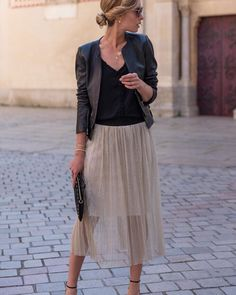 dress ideas – New Ideas Midi Skirt Outfit, Pleated Midi Skirt, Skirt Outfits, Cute Work Outfits, Outfits For Teens, Fashion Fabric, Skirt Fashion, Winter Fashion Outfits, Spring Outfits