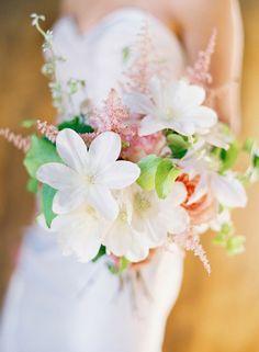 Gorgeous bouquet. Photo by Jose Villa.