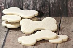 Looking for limited ingredient hypoallergenic dog treats for your sensitive pooch? These easy biscuits have just four ingredients, all gentle on tummies. Dog Cookie Recipes, Homemade Dog Cookies, Dog Biscuit Recipes, Homemade Dog Food, Dog Treat Recipes, Dog Food Recipes, Pet Treats, Healthy Dog Treats, Hypoallergenic Dog Treats