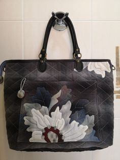 Quilts, Bags, Fashion, Handbags, Moda, Fashion Styles, Quilt Sets, Log Cabin Quilts, Fashion Illustrations