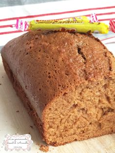 | Cake au carambar® | Totalement régressif Party Cakes, Biscuits, Banana Bread, Armelle, Cake Recipes, Buffet, Totalement, Easy Meals, Food And Drink