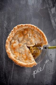 Paula Deen-Green Tomato Pie I gotta make this...sounds wonderful...I love green tomato's