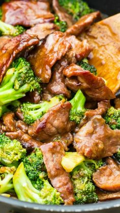 and Broccoli- This beef and broccoli recipe uses simple pantry ingredients and is super easy to throw together. and Broccoli- This beef and broccoli recipe uses simple pantry ingredients and is super easy to throw together. Wok Recipes, Broccoli Recipes, Easy Dinner Recipes, Asian Recipes, Cooking Recipes, Healthy Recipes, Beef With Broccoli Recipe, Healthy Beef And Broccoli, Recipies