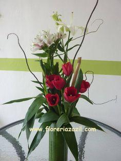 #FloreríaenCancún  Diseño floral, envio de flores y regalos en Cancún. www.floreriazazil.com #cancunflorist