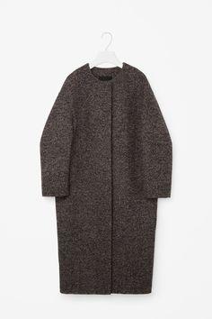 COS image 6 of Oversized tweed coat in Brown Melange Cos Fashion, Kimono Fashion, Fashion Outfits, Stylish Winter Coats, Vintage Clothing Online, Tweed Coat, Fashion Capsule, Mode Hijab, Minimalist Fashion