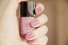 Chanel Le Vernis Rose Confidentiel.