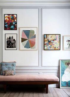 Couleurs pastels - Pastel Colors   Blog Déco @mydecolab    #murs #moulures #couleurs #pastel #canapé #velours #rose #walls #pale #colors #sofa #pink #velvet