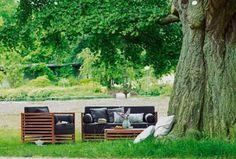 Gartenmöbel aus Holz Diesen modernen Gartenmöbeln aus robustem Teak und Akazienholz können Nässe, Sonne, Frost und große Temperaturschwankungen nichts anhaben.