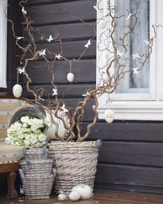 A DIY touch of Shabby Chic in the Easter decoration - 25 amazing inspiring ideas Easter Table Decorations, Handmade Decorations, Shabby Vintage, Shabby Chic, Vibeke Design, Deco Floral, Vintage Easter, Home And Deco, Easter Wreaths
