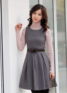 Try brown & white dress with beige turtleneck China Wholesale Clothing, Sweater Sale, Professional Dresses, Geek Chic, Elegant Woman, Pink Dress, White Dress, Classic Looks, Affordable Fashion
