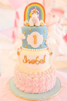 Unicorn Wonderland | Unicorn birthday cake | Unicorn-themed party | http://babyandbreakfast.ph/2016/07/25/unicorn-wonderland/ | Photo: Studio 629