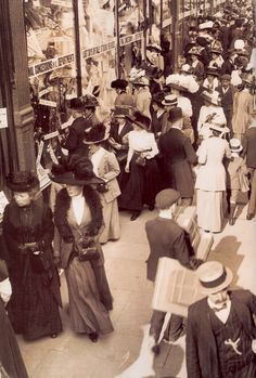 London shopping, 1908 Every single person in this picture has a hat on! Where have all the hats gone? Today all you see are baseball caps. So sad!!