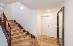 Ben Leuchten (Made in Austria) sind LED-Leuchte der neuen Generation: Die ultraflache Bauweise, das cleane Design und das warme Licht, ganz ohne Lichtpunkte, lassen die Ben Leuchten perfekt mit jeder Art von Interieur und Raumkonzept verschmelzen. Stairs, Design, Home Decor, Light Fixtures, Products, Stairway, Decoration Home, Staircases, Room Decor