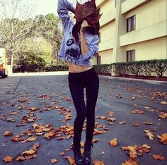 Fall leaves | Fall outfit | leggings and crop top sweatshirt