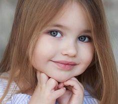 Copii bruneti cu ochii verzi
