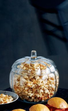 Coated in a sweet chili mixture, this snack of mini-brains keeps guests happy when they first arrive at the Halloween party. It also makes a great grab-bag treat to send home with the zombies. Halloween Popcorn, Halloween Treats, Halloween Party, Holiday Crafts, Holiday Recipes, Prop Styling, Seasonal Food, Sweet Chili, Hocus Pocus