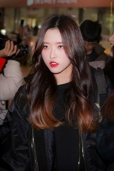 #Olivia_Hye #LOONA #올리비아혜 #이달의_소녀 Kpop Girl Groups, Korean Girl Groups, Kpop Girls, Euna Kim, Olivia Hye, Mamamoo, Girls Generation, Me As A Girlfriend, Pop Group