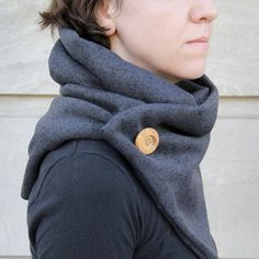 Stay snuggly warm this autumn in this quick and easy knit-inspired cowl.