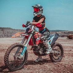 Motocross Couple, Bike Couple, Motocross Girls, Girl Dirtbike, Motorcross Bike, Motorbike Girl, Dirt Bike Girl, Fille Et Dirt Bike, Moto Cross Ktm