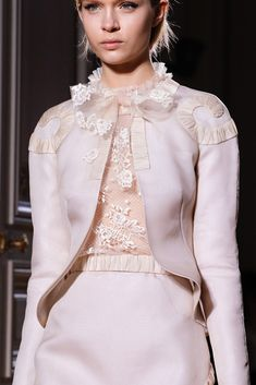 Valentino Spring 2012 Couture Fashion Show Couture Details, Fashion Details, Fashion Design, High Fashion, Fashion Show, Fashion News, Vintage Outfits, Vintage Fashion, Valentino Couture