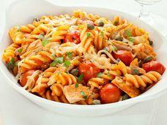 Überbackene Pasta mit Tomaten, Tunfisch, Kapern und Mozzarella Ein schnelles einfaches Gericht das auch Kinder gerne mögen. http://einfach-schnell-gesund-kochen.de/ueberbackene-pasta-mit-tomaten-tunfisch-kapern-und-mozzarella/