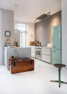 Kitchen in the remodeled home of style director Odette Simons Mint Kitchen, Kitchen Dinning, Smeg Kitchen, Smeg Fridge, Refrigerator, Dining Room, Kitchen Cabinet Colors, Kitchen Colors, Küchen Design