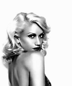 Gwen Stefani I will always be one of her biggest fans! Her tragic kingdom album from the is classic! plus, she has such original and gorgeous style** Pretty People, Beautiful People, Beautiful Women, Gwen Stefani No Doubt, My Hairstyle, Hairstyles, Celebrity Gallery, Celebrity Style, Hollywood