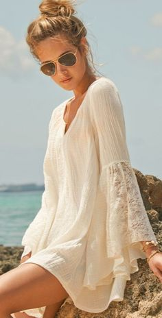 bohemian style white lacy sleeved top, dress, blouse ~ whatever it is, it can be worn with legging or jeans or as beachwear… very nice