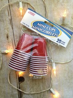Mini red solo cups and twinkle lights to make red solo cup party lights Redneck Birthday, Redneck Party, Birthday Cup, 40th Birthday Parties, Xmas Party, Party Time, Solo Cup Crafts, Redneck Christmas, White Trash Party