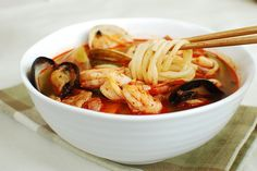Jjambbong (Korean-Chinese Spicy Noodle Soup) | Korean Bapsang
