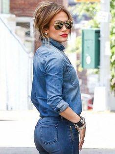 I ona voli kežual izdanja: Jennifer Lopez prošetala kul outfit za dan Sexy Jeans, Curvy Jeans, Jennifer Lopez, Blusas Country, Fashion Mode, Fashion Outfits, Fashion Games, Denim Fashion, Amo Jeans