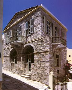 Lila Guesthouse Lovely guest house in Syros, Greece Syros Greece, Stone Houses, Neoclassical, Macedonia, Greek Islands, Beautiful Places, Exterior, Mansions, Landscape