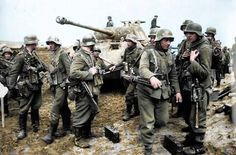 """Adlerangriff: """"Panzer Grenadiers em torno de um tanque Panther na frente leste.  """""""