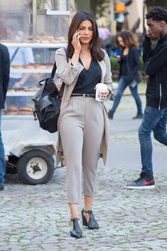 Pin for Later: Priyanka Chopra Just Wore the 1 Shoe Every Power Woman Needs in Her Wardrobe Her backpack kept the outfit casual outside of the office Shop similar pieces below! Casual Work Outfits, Business Casual Outfits, Professional Outfits, Office Outfits, Work Attire, Office Wear, Casual Office, Office Uniform, Outfit Work