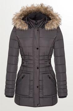 Prošívaná bunda s kapucí a kožešinou